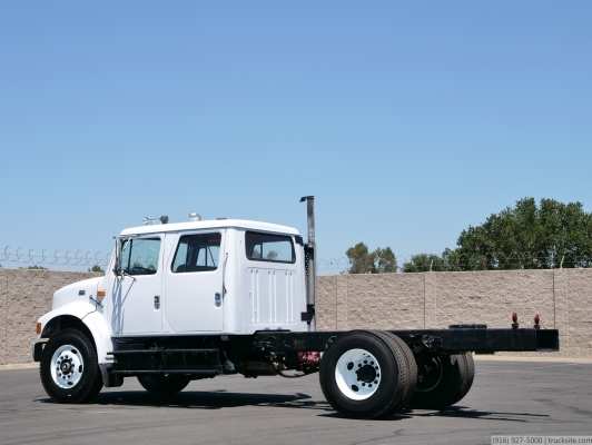 1999 International 4700 Crew Cab & Chassis