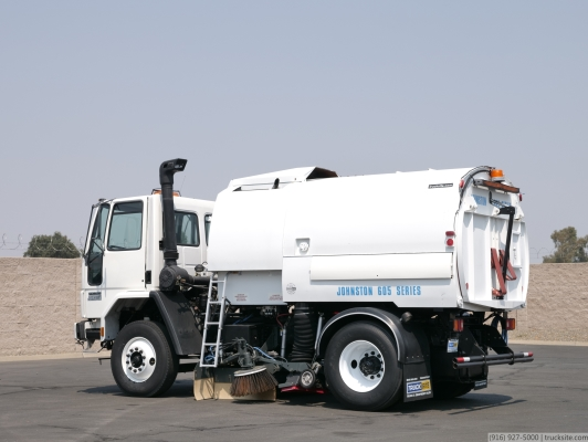 2000 Freightliner FC70 Johnston 605 Vacuum Sweeper