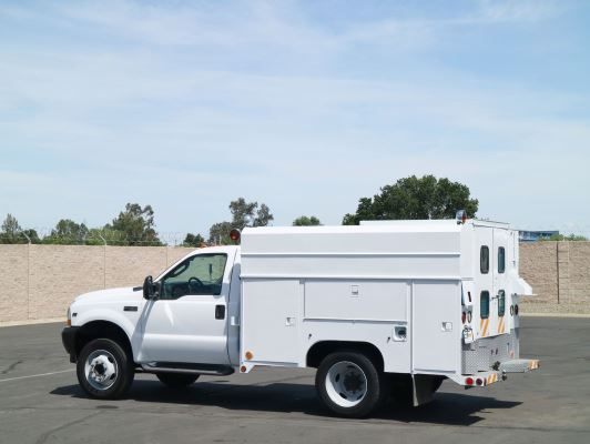 2004 Ford F450 Enclosed Utility Truck