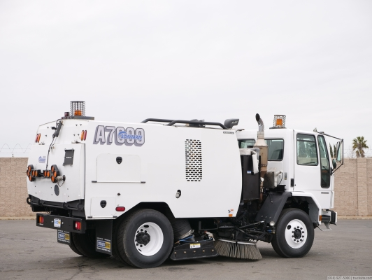2005 Sterling Schwarze A7000 Vacuum Air Sweeper
