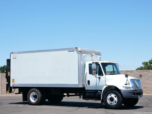 2005 International 4400 Utilimaster 17' Box Truck