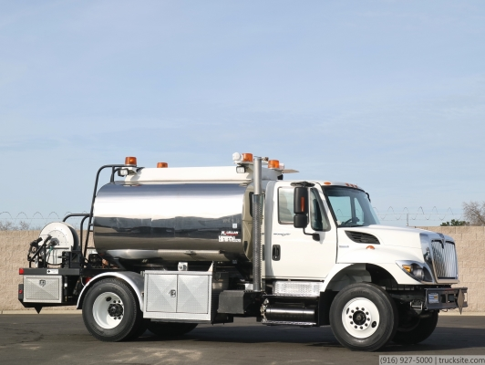 2009 International McLellan 1,500 Gallon Split Tank Fuel Truck