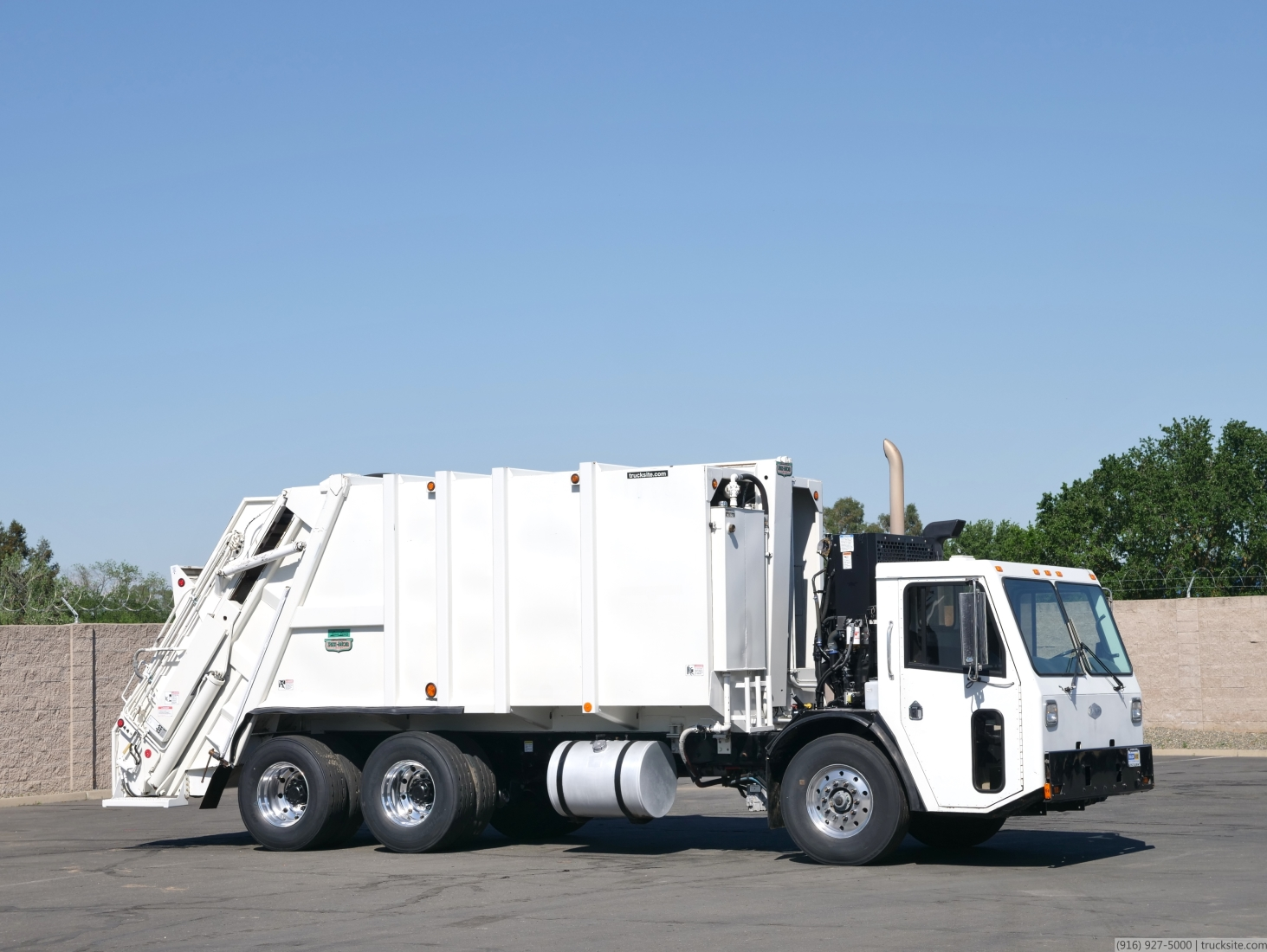 2010 Ccc Low Entry Pak Mor Garbage Rear Loader For Sale