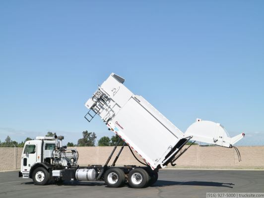 2010 Peterbilt 320 Wayne Curbtender Side Loader