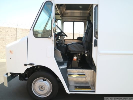 2011 Freightliner MT45 Morgan Olson 13' Step Van