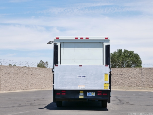 2002 Freightliner MT45 Grumman 12' Step Van w/Liftgate for Sale