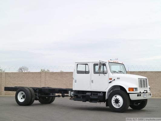2001 International 4700 Crew Cab & Chassis