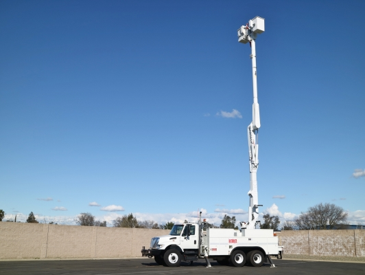 Altec AM55 Overcenter 60' Bucket Body w/Jib