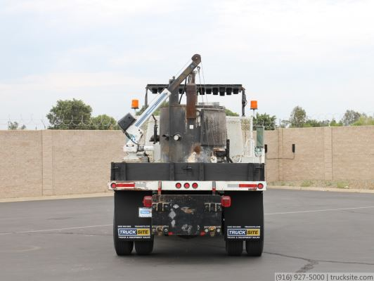 2000 International 4700 Thermoplastic Melter Truck