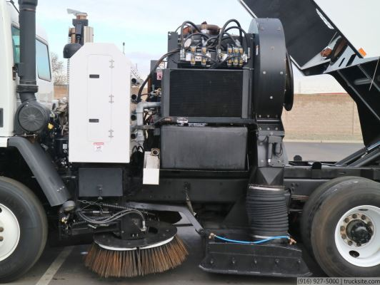 2007 Freightliner Schwarze A7000 CNG Air Sweeper