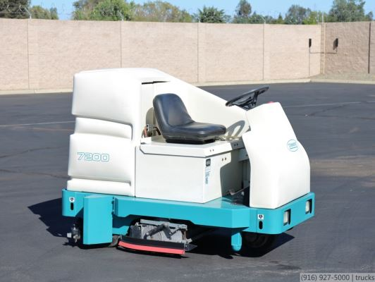 Tennant 7200 Industrial Electric Scrubber