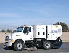 2009 Sterling Schwarze M6000SE CNG Broom Sweeper